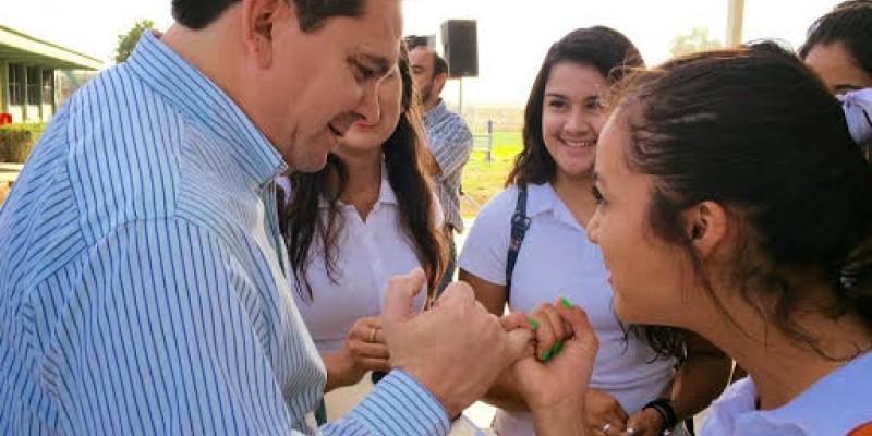 Anuncia alcalde beca para transporte a estudiantes del valle