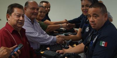 Entregan equipamiento y reconocimientos a Policías Municipales