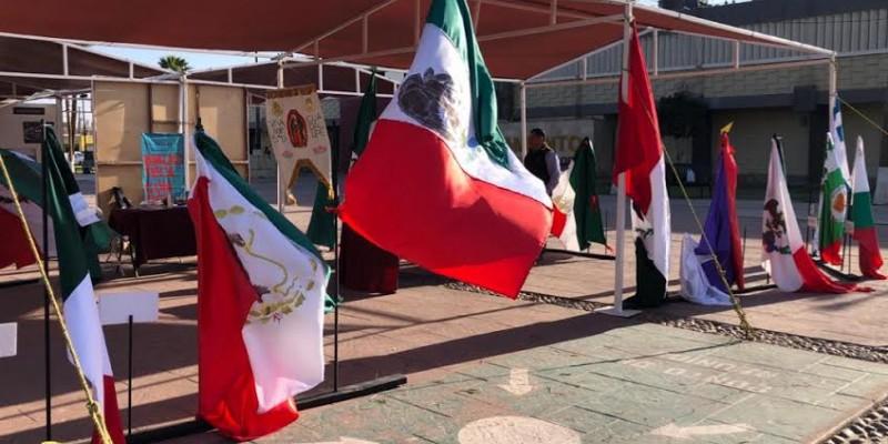 """Exitosa exposición """"Transformaciones de la Bandera y  Escudo Nacional"""""""