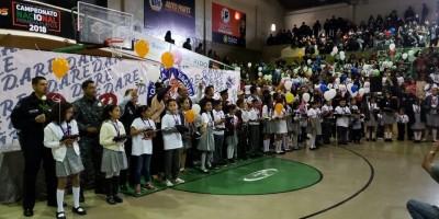 Gradúan 3 mil estudiantes del programa D.A.R.E.