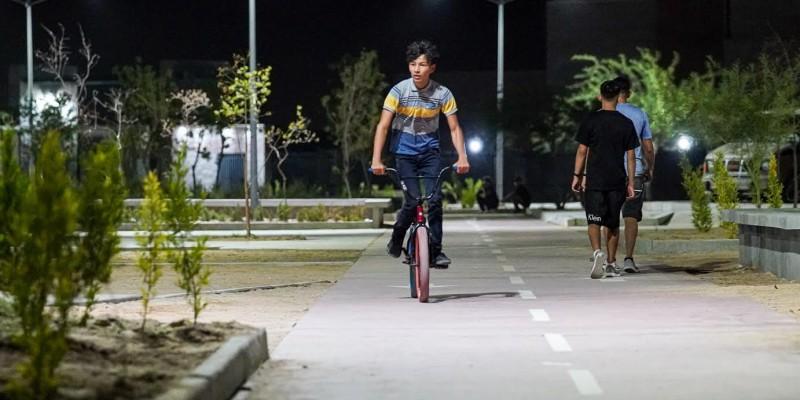 Reanudan familias visitas a parques y espacios públicos
