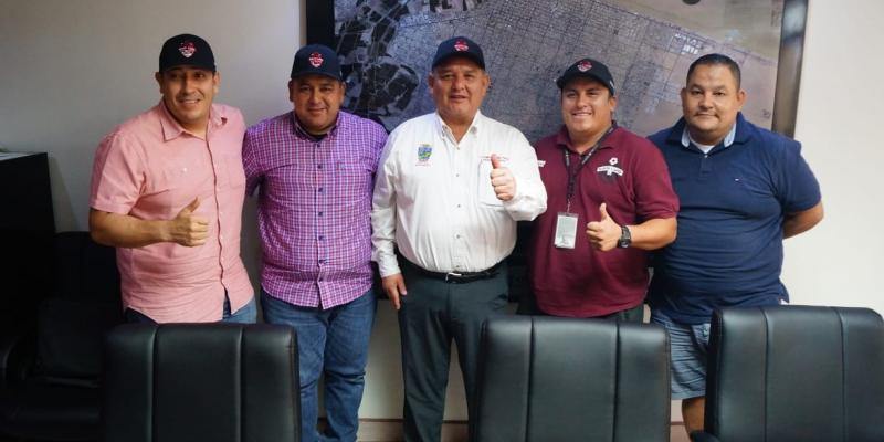 Recibe Alcalde a miembros del equipo representativo de San Luis en el Torneo de los Barrios