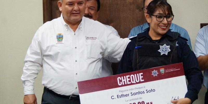 Reconoce Ayuntamiento esfuerzos de policías