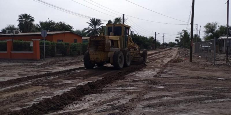 Rehabilitan calles de tierra en Luis B. Sánchez