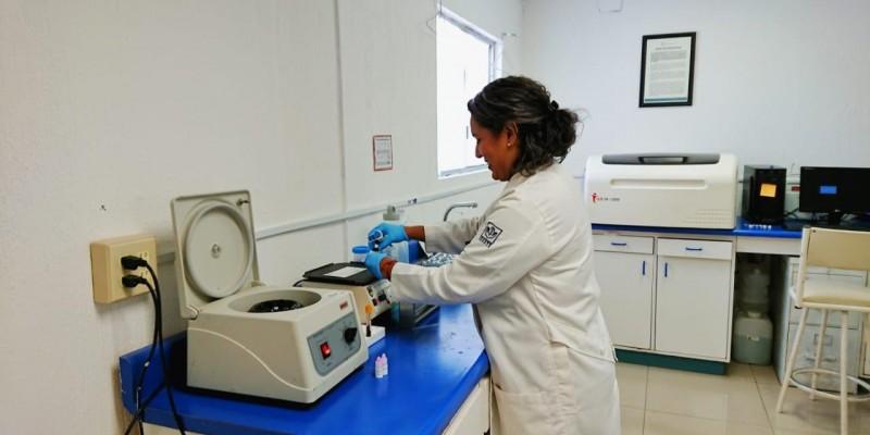 Tiene Salud Pública servicio de laboratorio