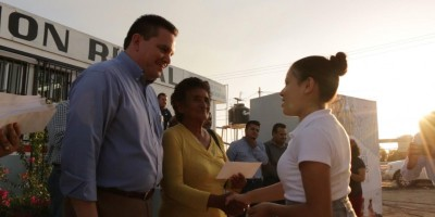 Entregó Gobierno Municipal beca a estudiantes de comunidades rurales